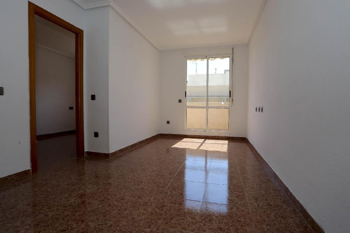 Piso en venta en Piso en Torrevieja, Alicante, 66.000 €, 2 habitaciones, 1 baño, 59 m2