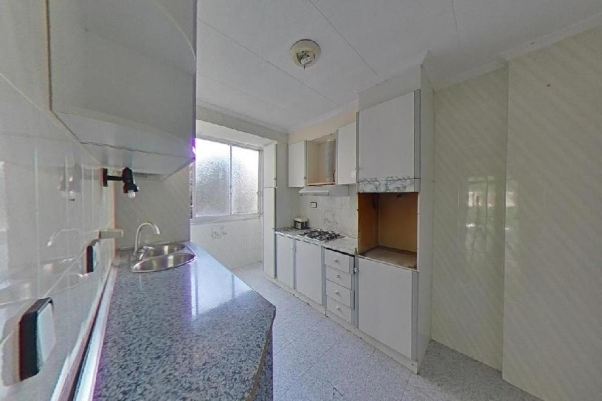 Piso en venta en Piso en Alicante/alacant, Alicante, 84.000 €, 4 habitaciones, 1 baño, 117 m2