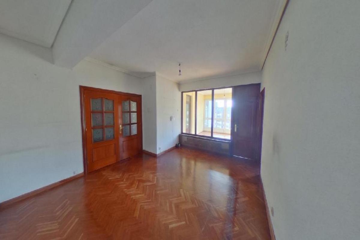 Piso en venta en La Corredoria Y Ventanielles, Oviedo, Asturias, Calle General Primo de Rivera, 195.000 €, 3 habitaciones, 1 baño, 129 m2