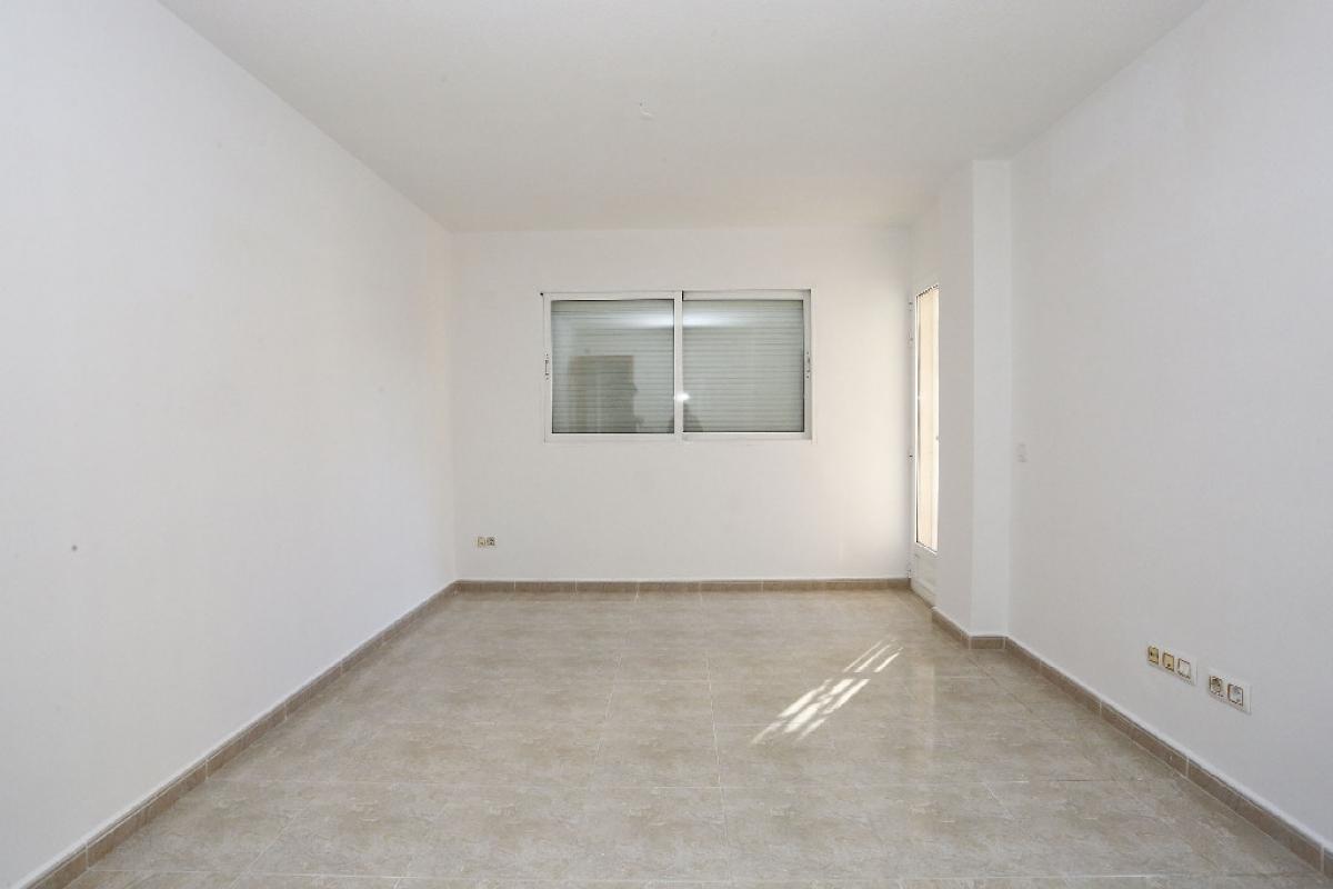 Piso en venta en Colonia Madrid - Foietes, Benidorm, Alicante, Calle Virgen de la Macarena (edif.monver Ix), 131.000 €, 3 habitaciones, 2 baños, 92 m2