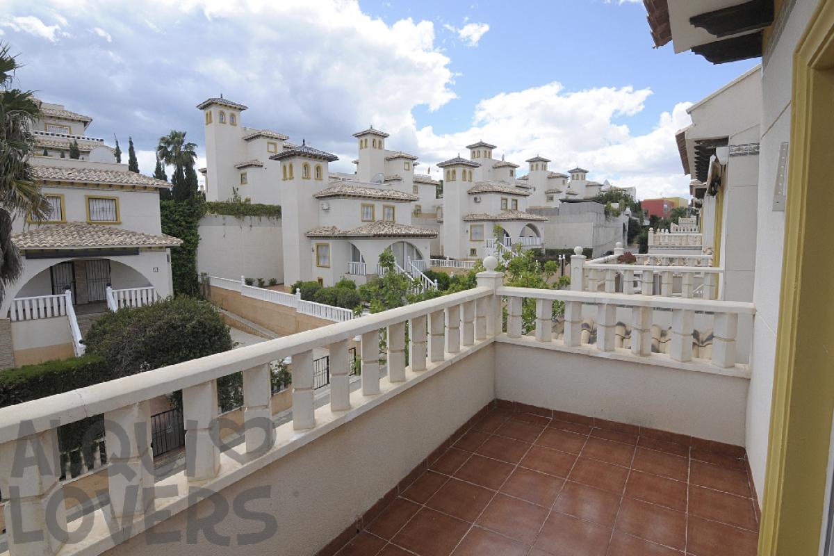 Casa en venta en Casa en Orihuela, Alicante, 144.000 €, 3 habitaciones, 2 baños, 87 m2