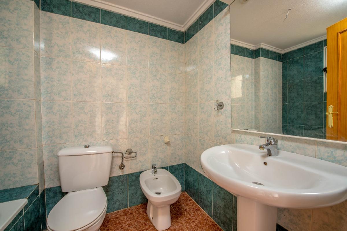 Piso en venta en Piso en Torrevieja, Alicante, 65.000 €, 2 habitaciones, 1 baño, 59 m2