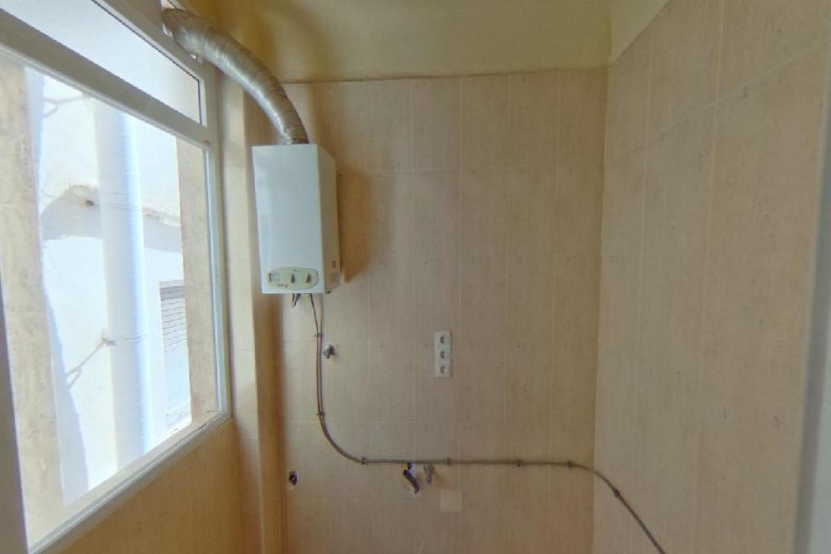 Piso en venta en Piso en Elche/elx, Alicante, 55.000 €, 3 habitaciones, 1 baño, 91 m2