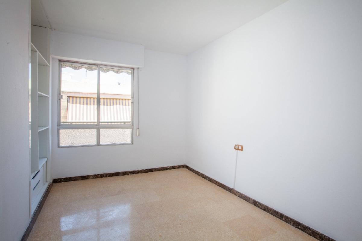 Piso en venta en Piso en San Vicente del Raspeig/sant Vicent del Raspeig, Alicante, 88.500 €, 3 habitaciones, 1 baño, 104 m2