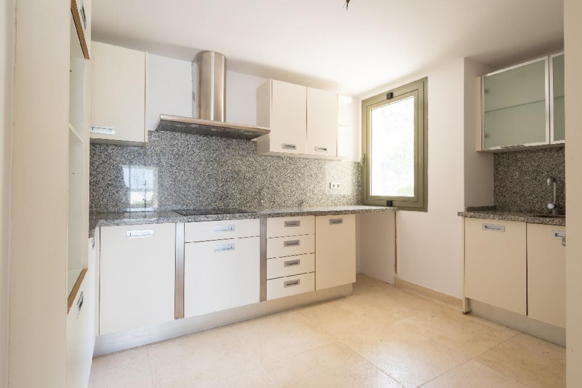 Piso en venta en Piso en Benahavís, Málaga, 423.000 €, 3 habitaciones, 3 baños, 204 m2