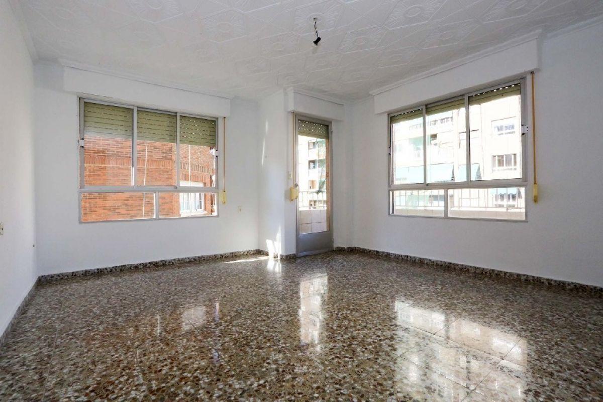 Piso en venta en Elda, Alicante, Calle Santo Domingo de Guzmán, 68.000 €, 4 habitaciones, 106 m2