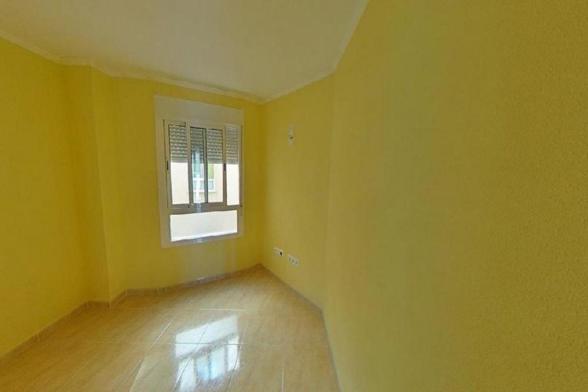 Piso en venta en Piso en Roquetas de Mar, Almería, 68.000 €, 3 habitaciones, 2 baños, 105 m2