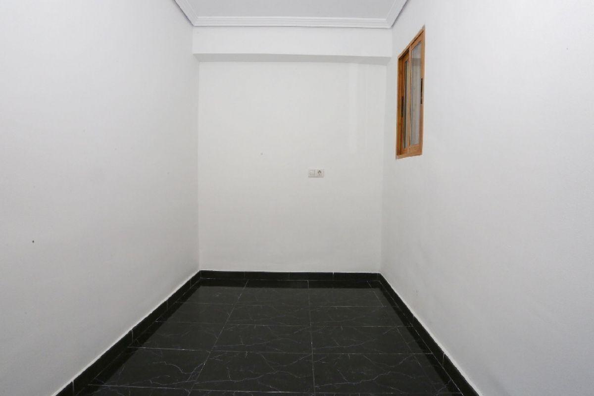 Piso en venta en Piso en Castellón de la Plana/castelló de la Plana, Castellón, 74.000 €, 3 habitaciones, 1 baño, 69 m2
