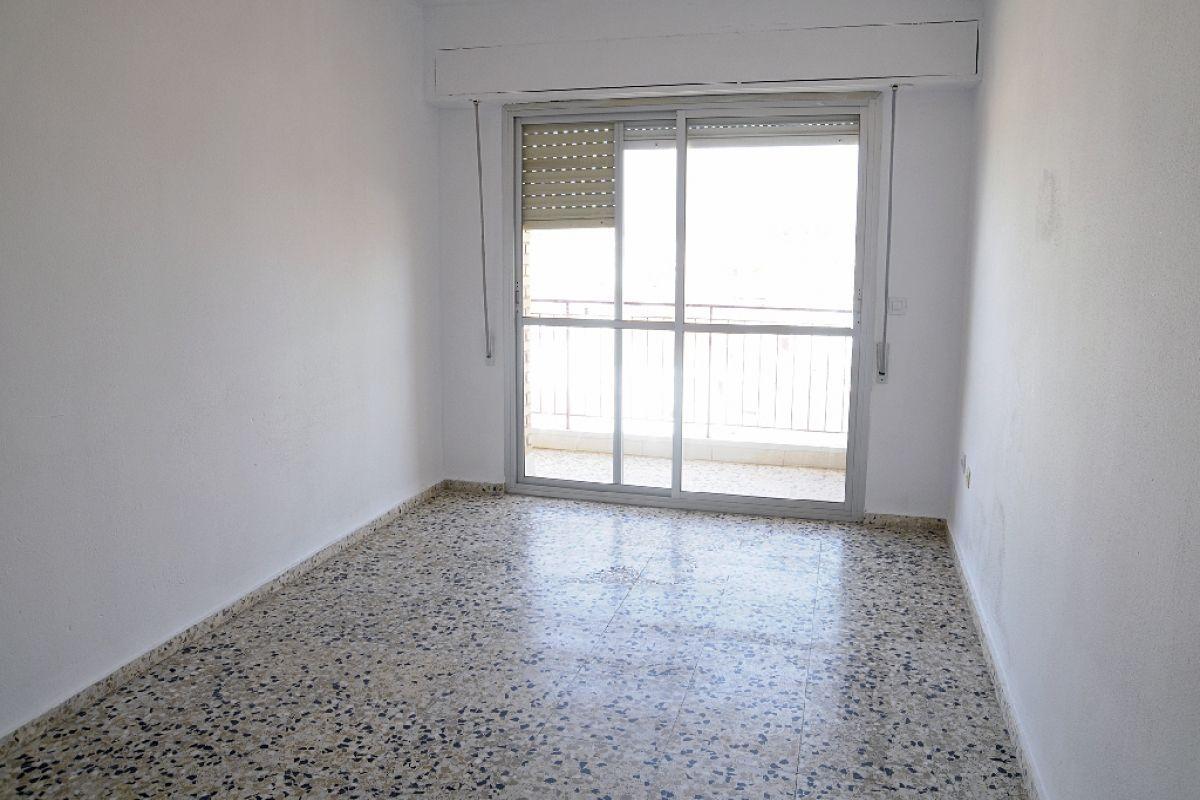 Piso en venta en Piso en San Pedro del Pinatar, Murcia, 62.000 €, 3 habitaciones, 1 baño, 94 m2