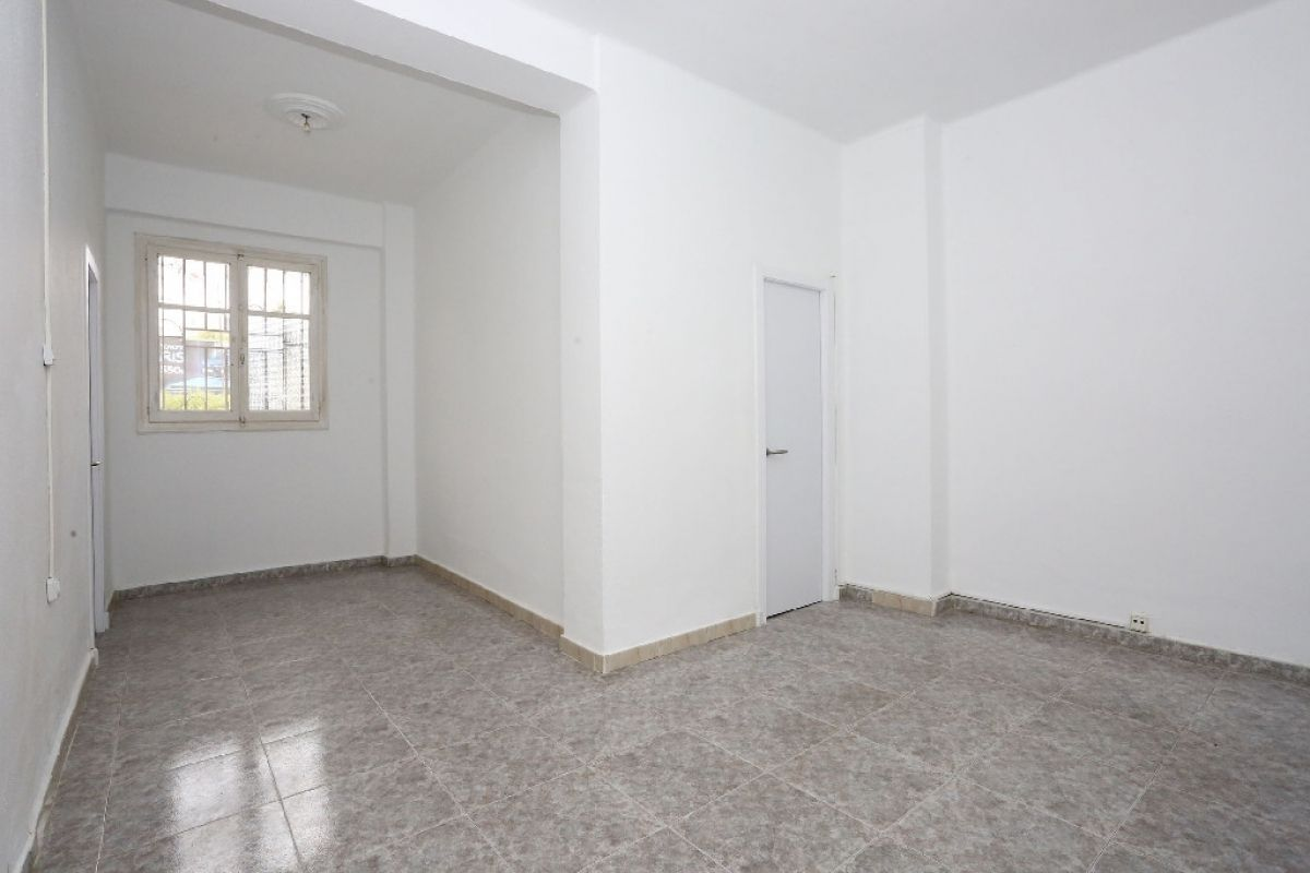 Piso en venta en Piso en Valencia, Valencia, 104.000 €, 4 habitaciones, 1 baño, 83 m2