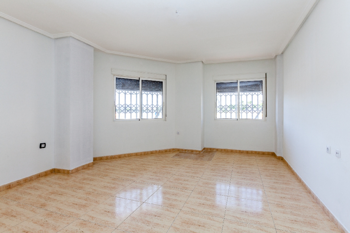 Piso en venta en Torrevieja, Alicante, Calle Fuensanta, 84.000 €, 2 habitaciones, 2 baños, 80 m2
