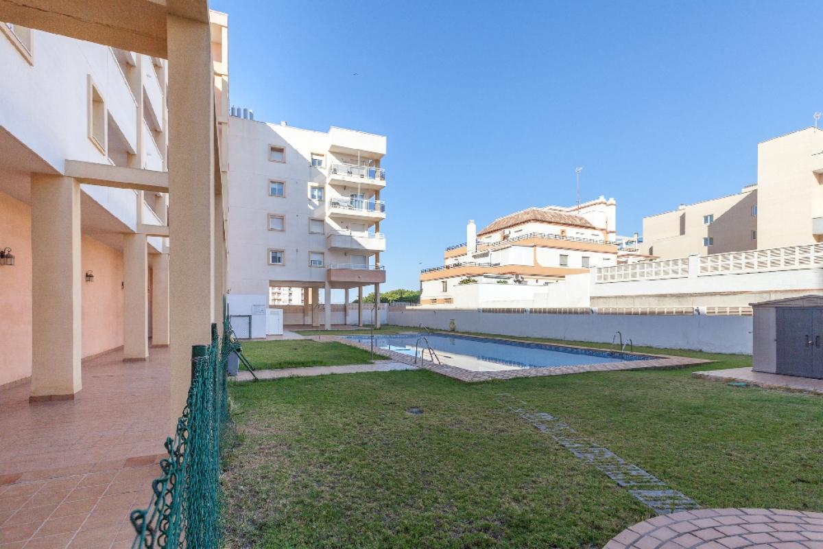 Piso en venta en Roquetas de Mar, Almería, Calle Sabinal, 120.000 €, 3 habitaciones, 1 baño, 100 m2