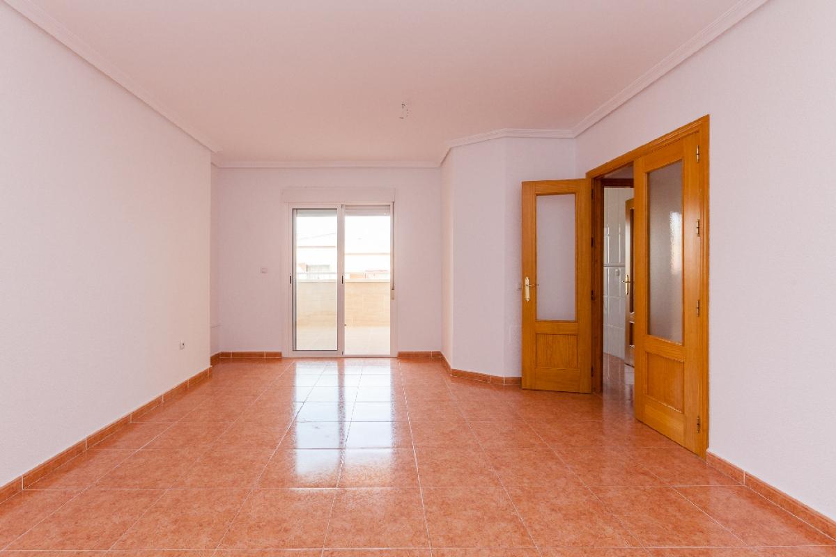 Piso en venta en Piso en Roquetas de Mar, Almería, 78.000 €, 2 habitaciones, 2 baños, 94 m2