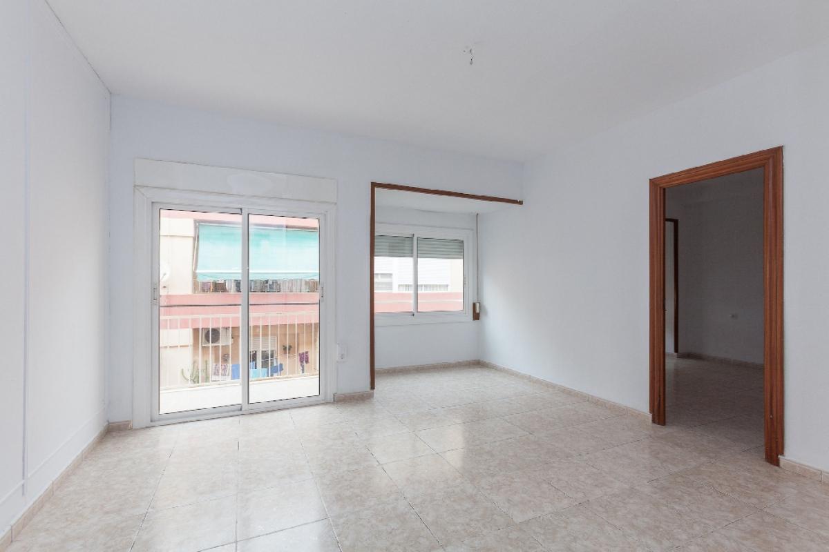 Piso en venta en Alicante/alacant, Alicante, Calle Montero Ríos, 68.500 €, 4 habitaciones, 2 baños, 103 m2