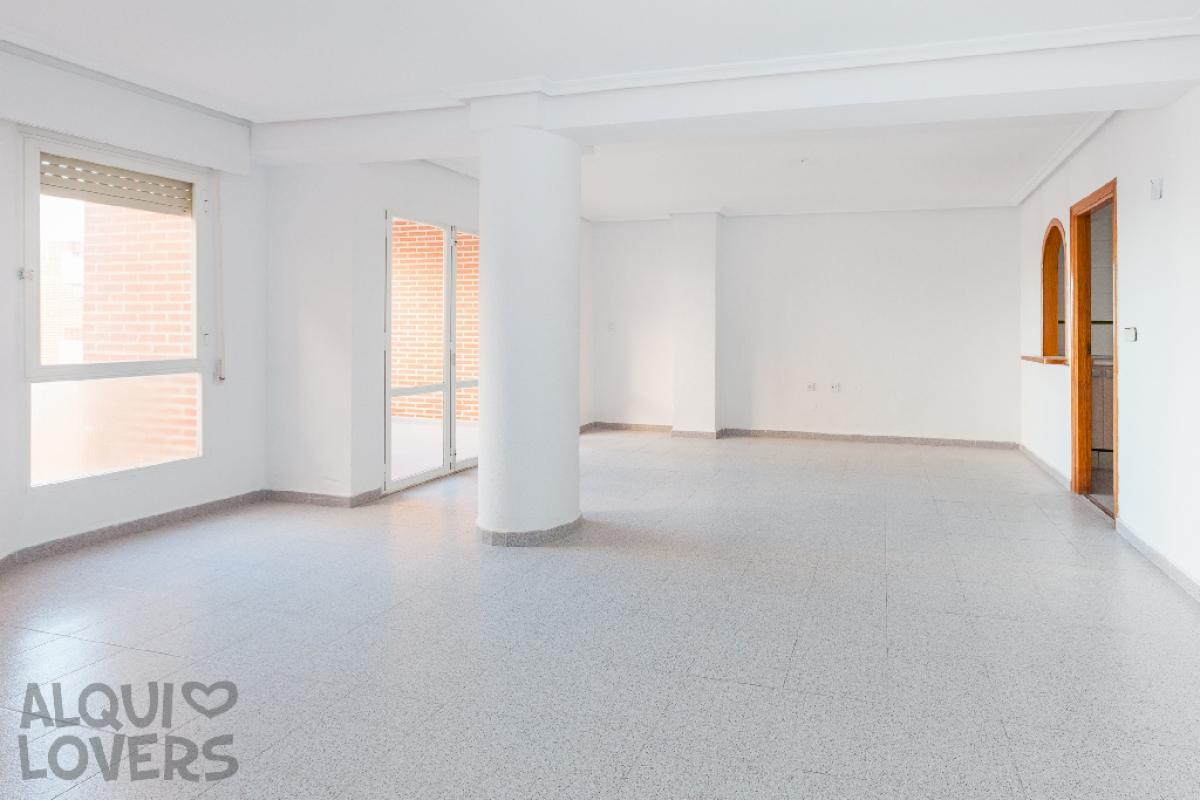 Piso en venta en Piso en Torrevieja, Alicante, 135.000 €, 3 habitaciones, 2 baños, 114 m2