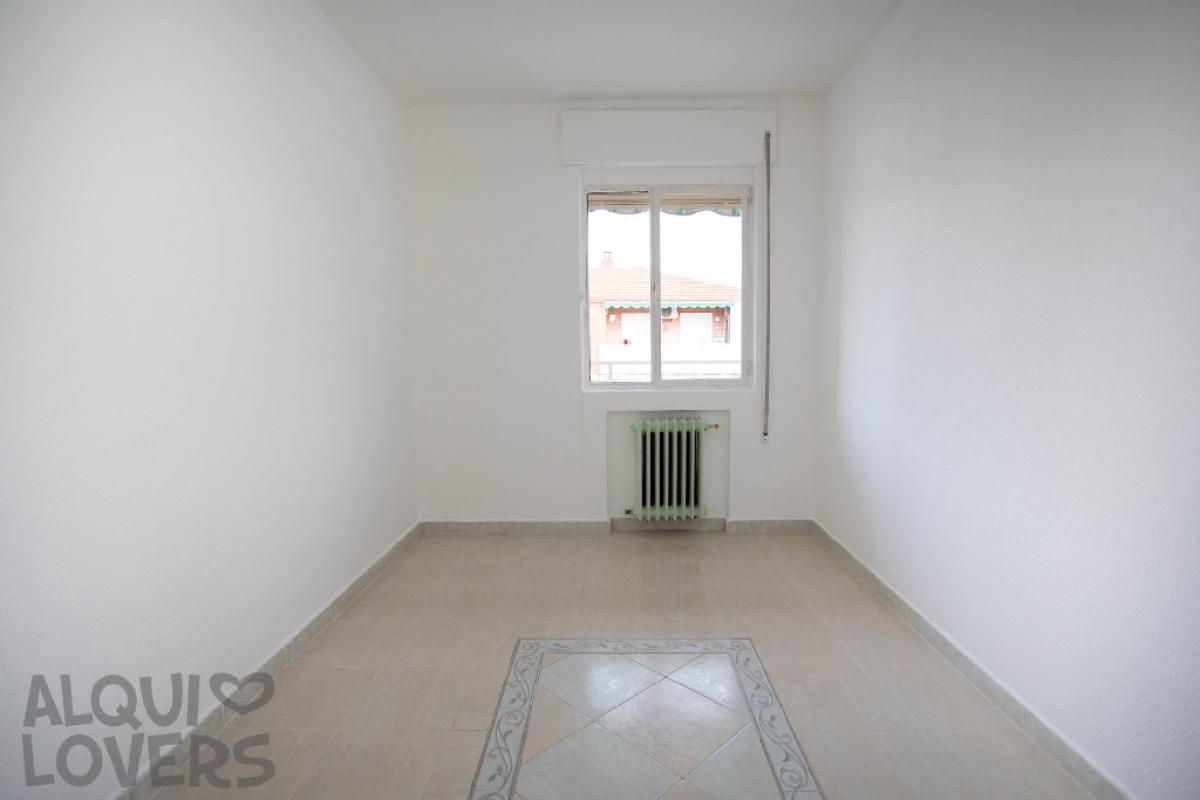 Piso en venta en Piso en Alcalá de Henares, Madrid, 90.000 €, 3 habitaciones, 1 baño, 83 m2