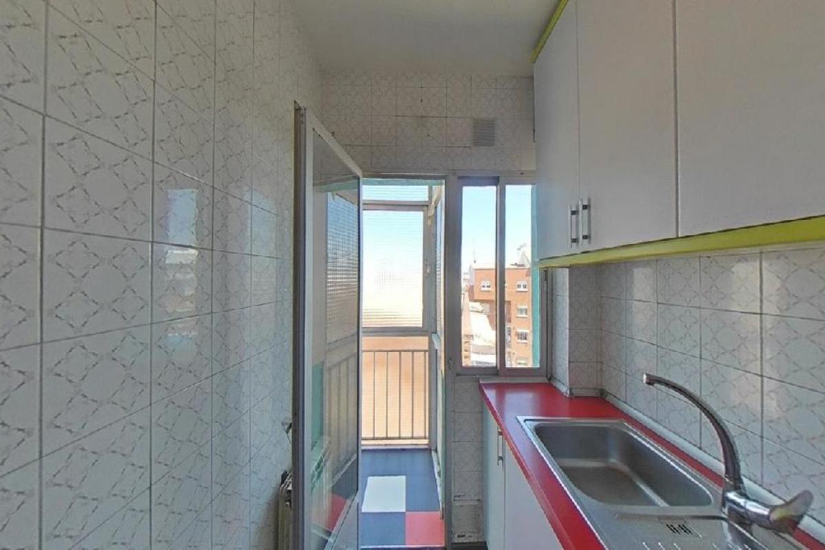 Piso en venta en Piso en Madrid, Madrid, 118.000 €, 3 habitaciones, 1 baño, 64 m2
