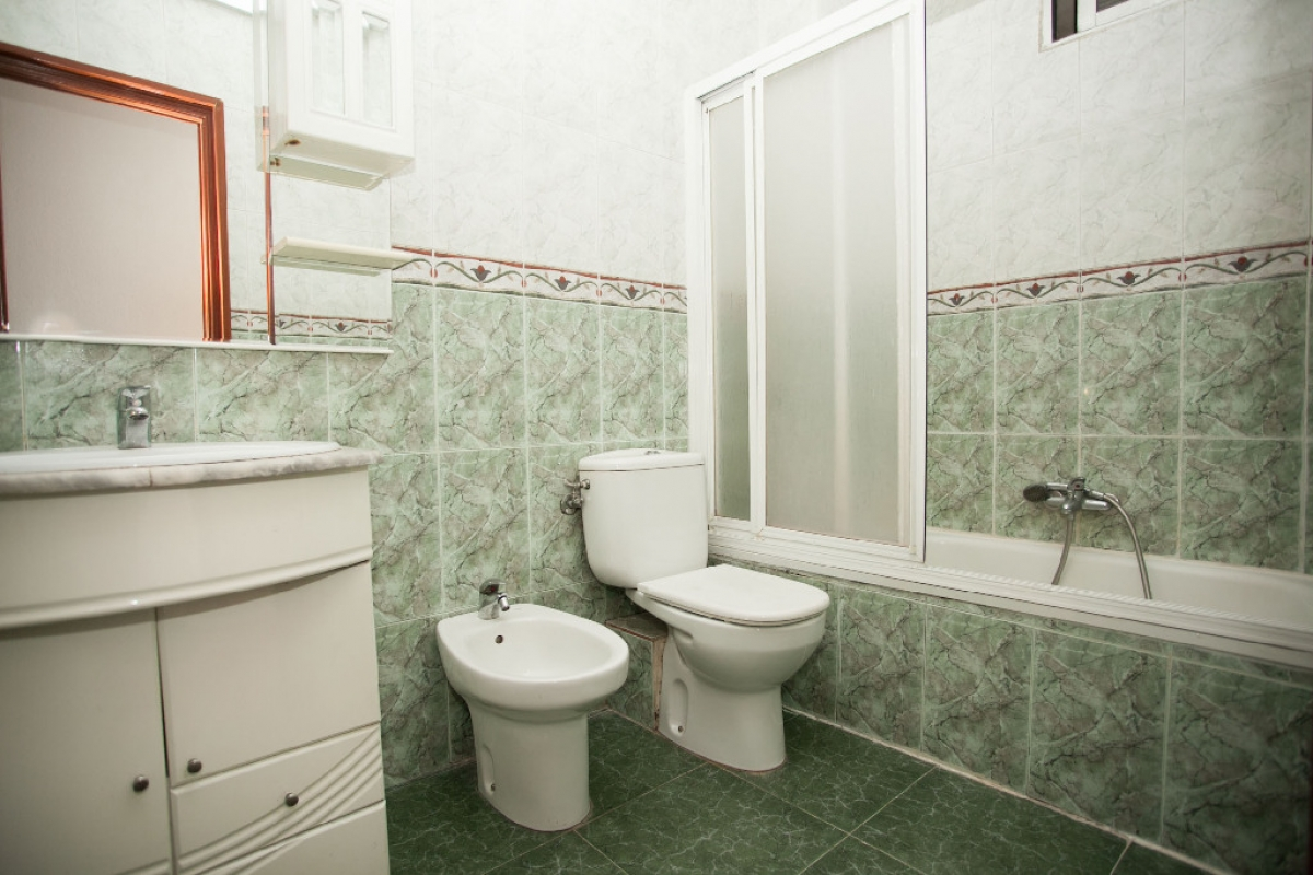 Piso en venta en Piso en Madrid, Madrid, 123.000 €, 2 habitaciones, 1 baño, 66 m2