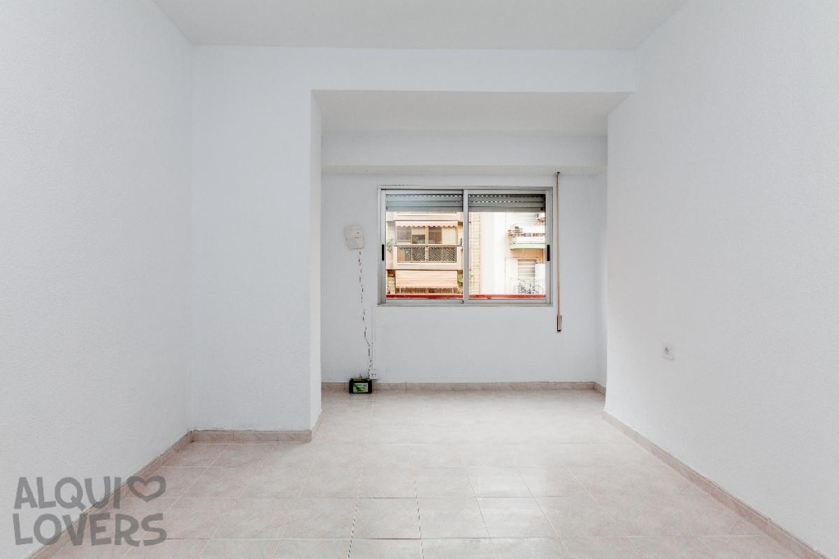 Piso en venta en Carolinas Bajas, Alicante/alacant, Alicante, Calle Devesa, 66.000 €, 3 habitaciones, 1 baño, 68 m2