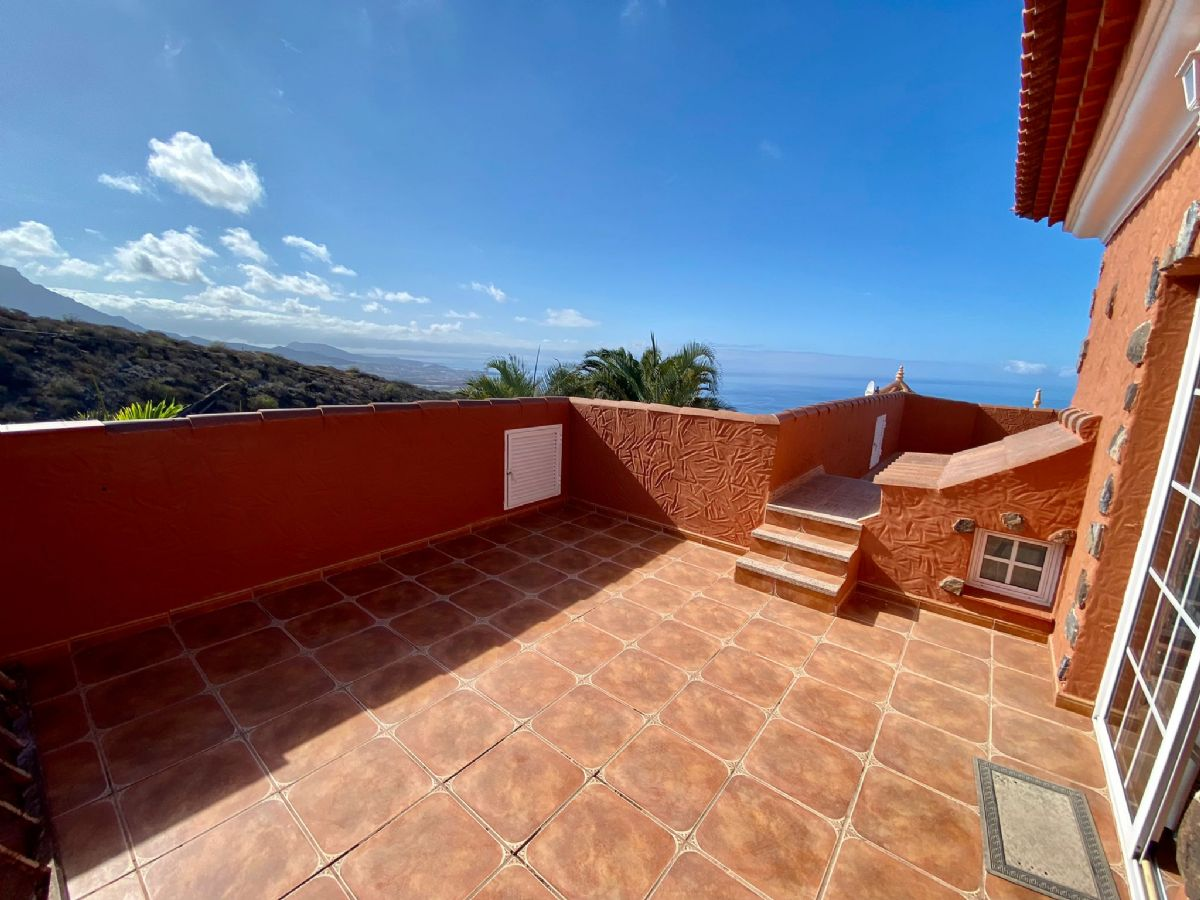 Casa en venta en Casa en Adeje, Santa Cruz de Tenerife, 840.000 €, 6 habitaciones, 3 baños, 500 m2, Garaje
