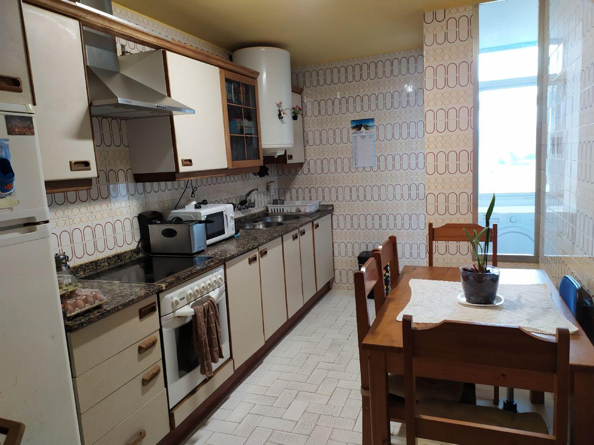 Piso en venta en Piso en Oleiros, A Coruña, 110.000 €, 4 habitaciones, 2 baños, 105 m2