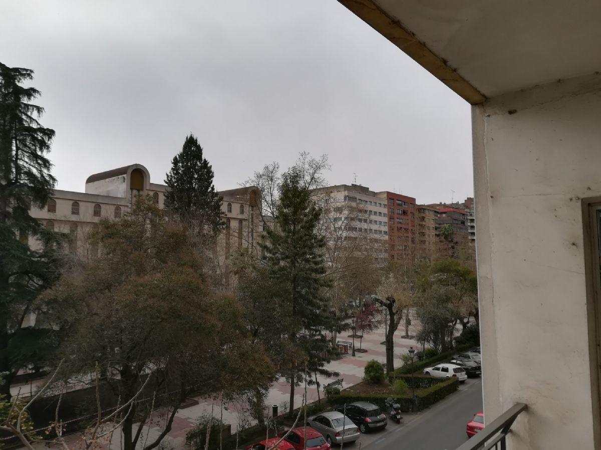Piso en venta en Cáceres, Cáceres, Avenida España, 178.000 €, 4 habitaciones, 3 baños, 150 m2