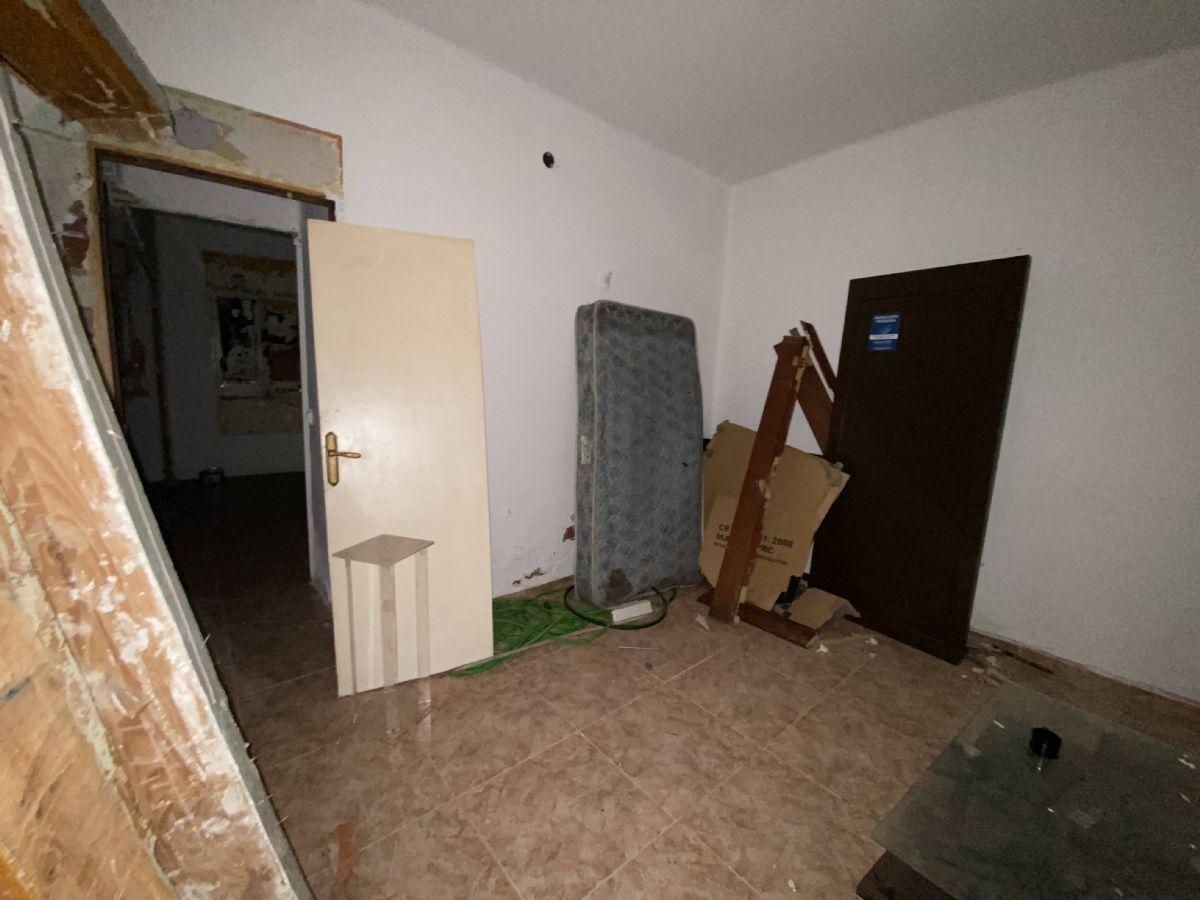 Piso en venta en Piso en Sabadell, Barcelona, 33.000 €, 1 habitación, 1 baño, 50 m2, Garaje