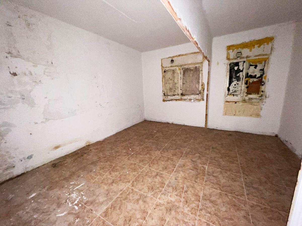 Piso en venta en Ca N`ustrell, Sabadell, Barcelona, Calle Moncayo, 33.000 €, 1 habitación, 1 baño, 50 m2