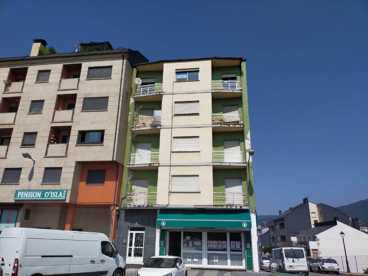 Piso en venta en Viloira, O Barco de Valdeorras, Ourense, Avenida de Elena Quiroga, 63.000 €, 4 habitaciones, 1 baño, 183 m2