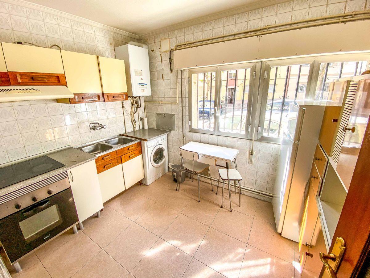 Piso en venta en Vidal, Salamanca, Salamanca, Calle Jardineros, 97.000 €, 4 habitaciones, 1 baño