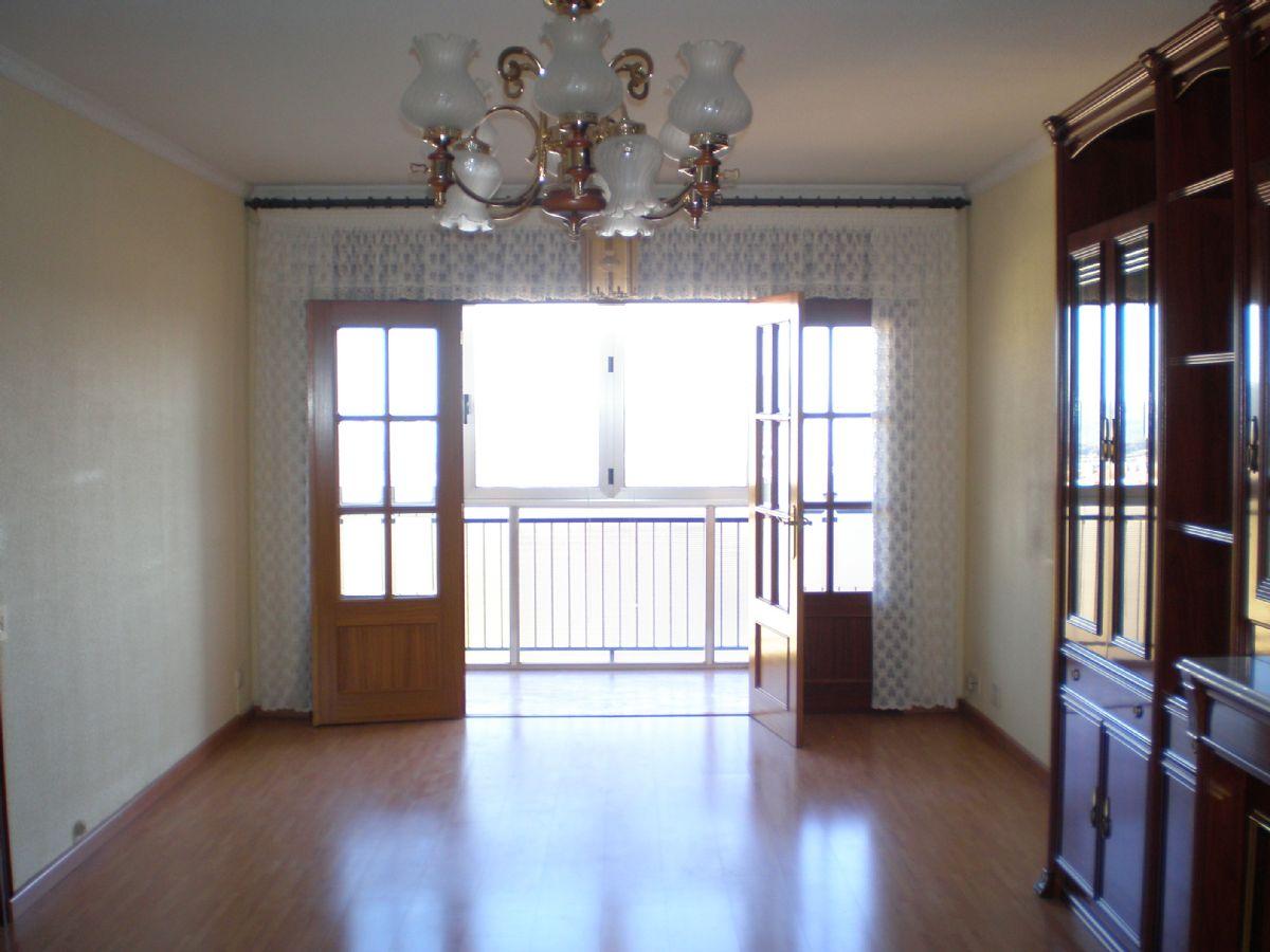 Piso en venta en Cal Rota, Berga, Barcelona, Calle Santa Barbara, 95.000 €, 4 habitaciones, 1 baño, 102 m2