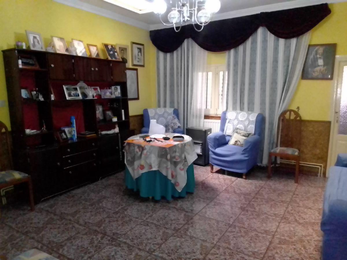 Casa en venta en Argamasilla de Alba, Argamasilla de Alba, Ciudad Real, Calle Azorin, 60.000 €, 4 habitaciones, 1 baño, 250 m2