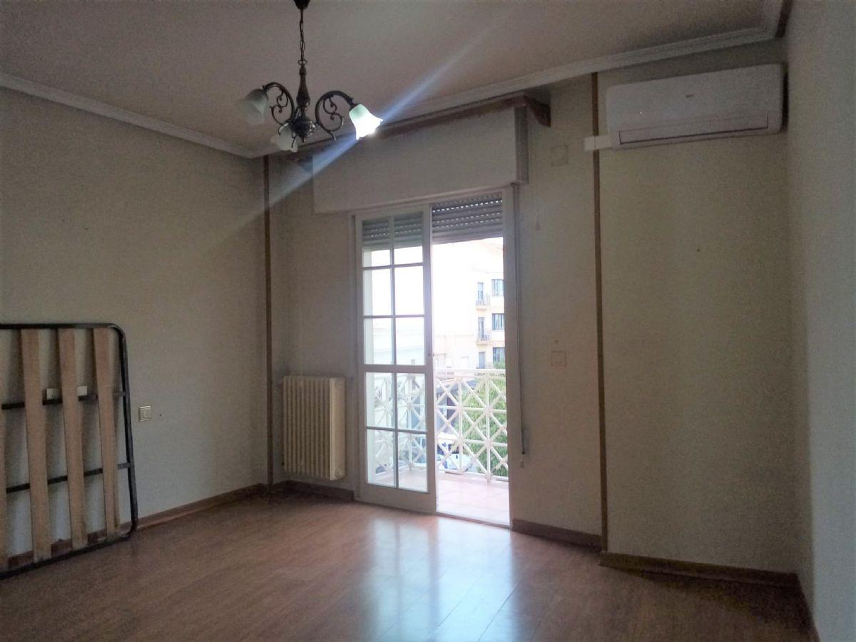 Piso en venta en Piso en Tomelloso, Ciudad Real, 115.000 €, 4 habitaciones, 2 baños, 137 m2