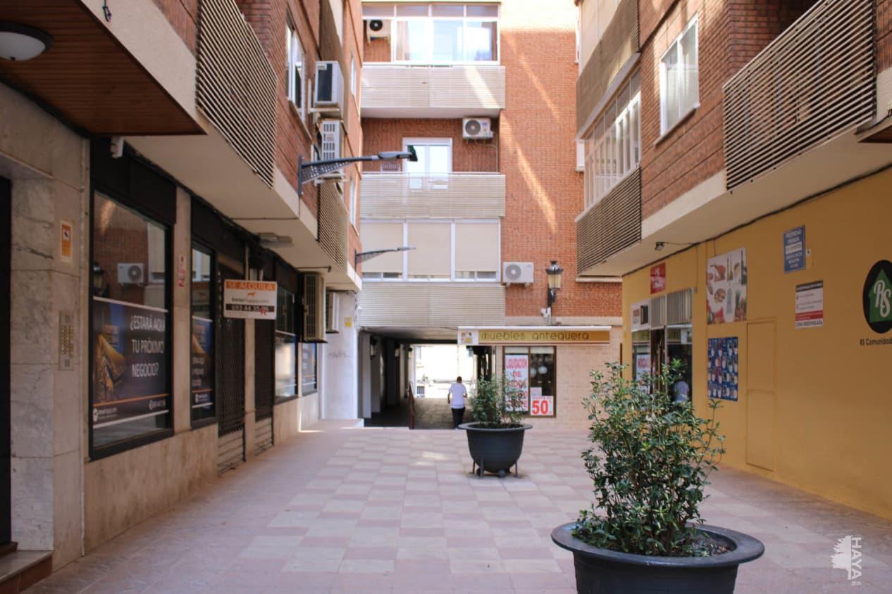 Piso en venta en La Magdalena, Valdepeñas, Ciudad Real, Pasaje Maria Auxiliadora, 99.300 €, 4 habitaciones, 2 baños, 149 m2