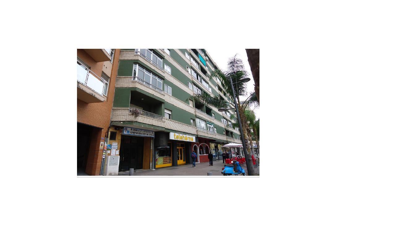 Piso en venta en Motril, Granada, Avenida Salobreña, 132.000 €, 4 habitaciones, 2 baños, 151 m2