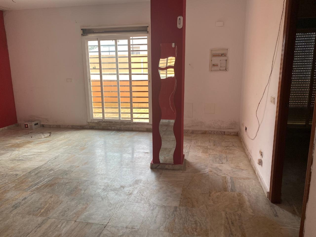 Piso en venta en Rota, Cádiz, Calle Nuestra Señora de los Remedios, 80.000 €, 1 habitación, 1 baño, 91 m2