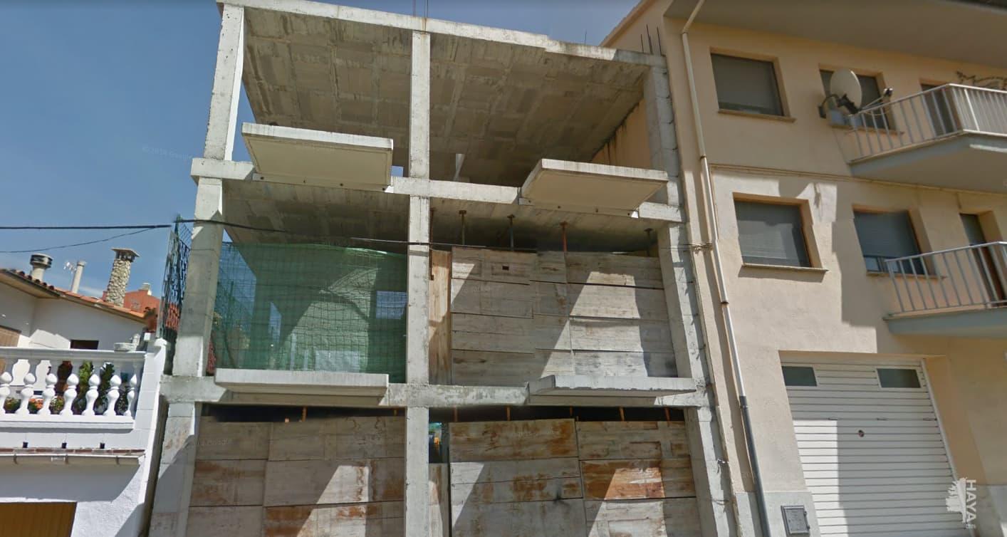 Edificio en venta en Edificio en Roda de Ter, Barcelona, 94.900 €, 309 m2