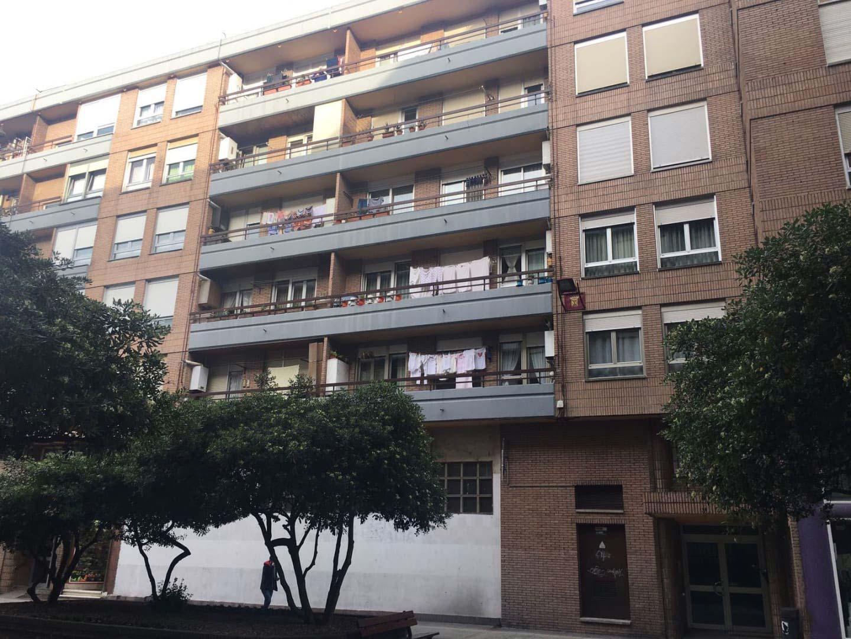 Piso en venta en Piso en Torrelavega, Cantabria, 248.120 €, 3 habitaciones, 1 baño, 107 m2
