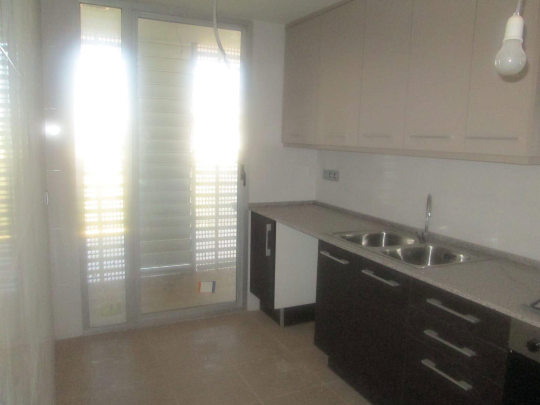 Piso en venta en Piso en Vinaròs, Castellón, 85.000 €, 3 habitaciones, 2 baños, 102 m2, Garaje