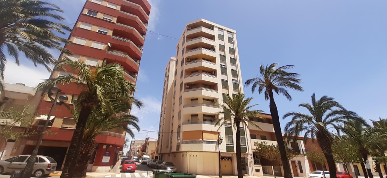 Piso en venta en Alginet, Valencia, Avenida de los Reyes Catolicos, 59.840 €, 4 habitaciones, 1 baño, 136 m2