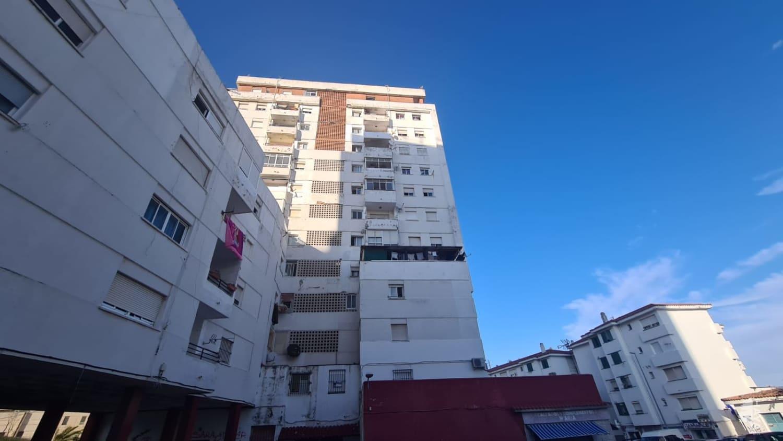 Piso en venta en Algeciras, Cádiz, Calle Federico Garcia Lorca, 55.000 €, 3 habitaciones, 1 baño, 87 m2