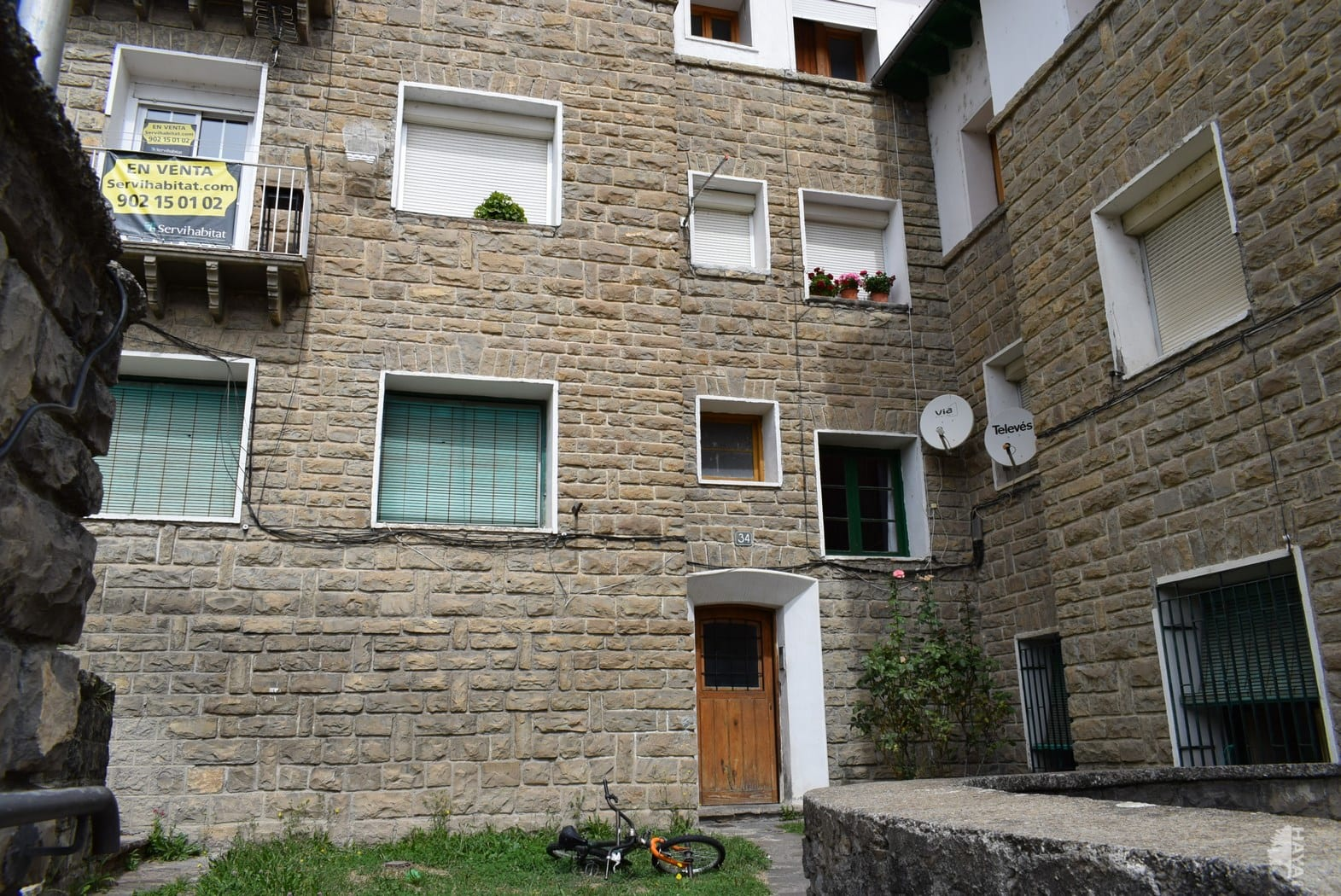 Piso en venta en Piso en Sabiñánigo, Huesca, 50.000 €, 3 habitaciones, 1 baño, 108 m2