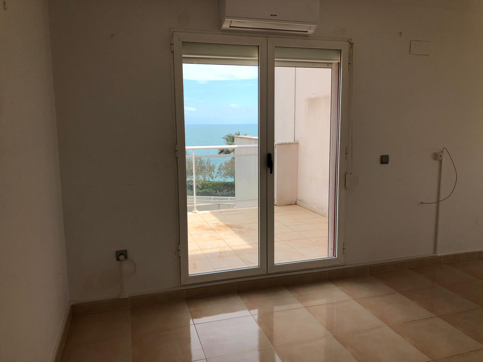 Casa en venta en Casa en Vinaròs, Castellón, 151.000 €, 4 habitaciones, 3 baños, 133 m2