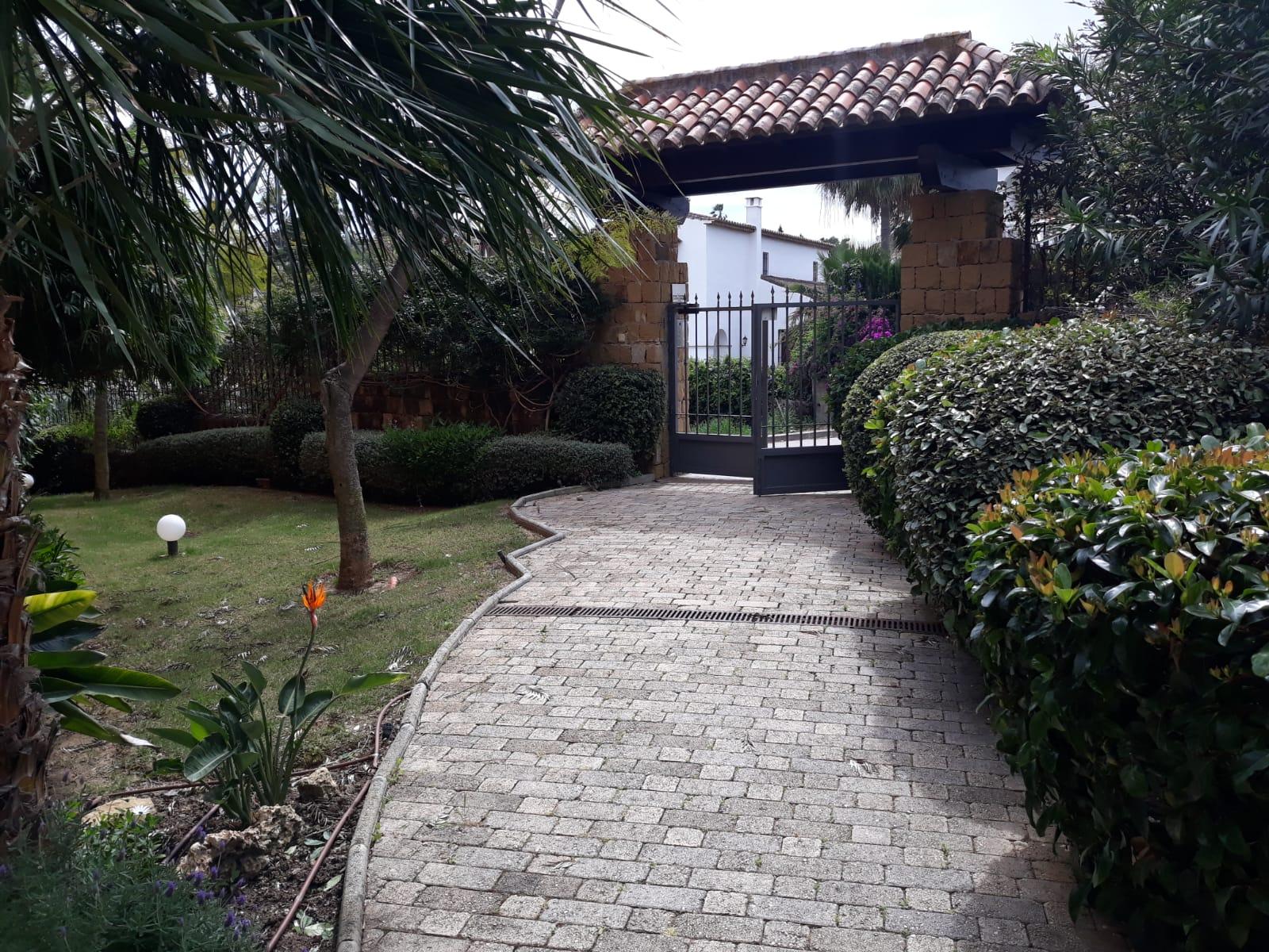 Piso en venta en Bahía Dorada, Estepona, Málaga, Calle Jardines de Nueva Galera, 203.000 €, 2 habitaciones, 2 baños, 122 m2