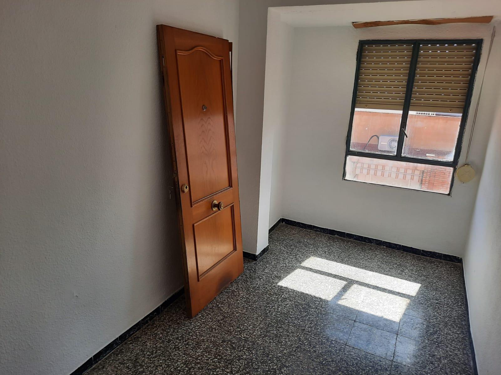 Piso en venta en Piso en Alzira, Valencia, 40.000 €, 2 habitaciones, 1 baño, 124 m2