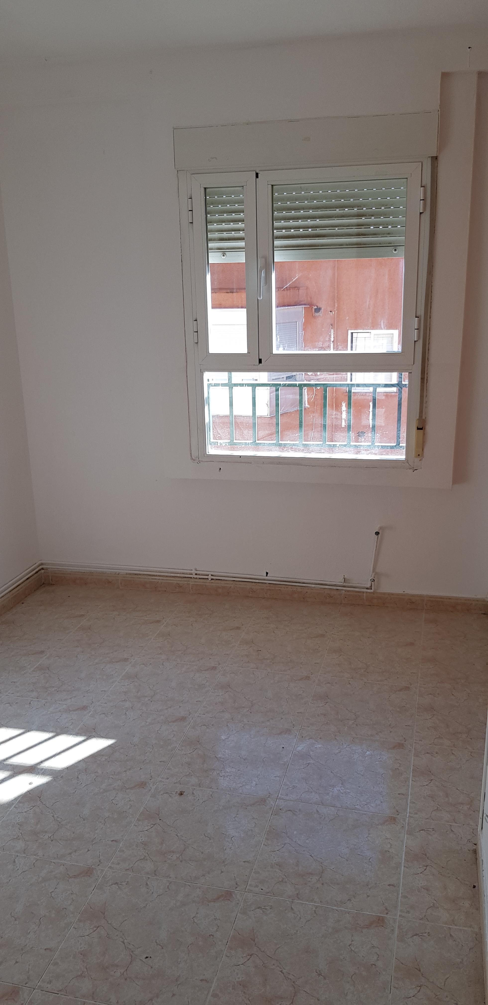 Piso en venta en Piso en San Martín de la Vega, Madrid, 97.000 €, 3 habitaciones, 2 baños, 87 m2