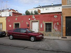 Casa en venta en San Roque, Badajoz, Badajoz, Calle Serrano, 64.400 €, 3 habitaciones, 1 baño, 158 m2