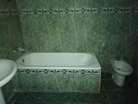 Piso en venta en Piso en Vinaròs, Castellón, 40.000 €, 3 habitaciones, 1 baño, 90 m2
