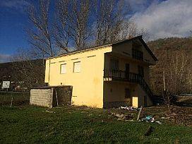 Piso en venta en Piso en Trabadelo, León, 49.500 €, 5 habitaciones, 5 baños, 130 m2
