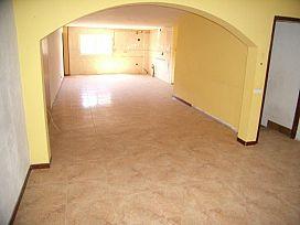 Piso en venta en Piso en Miralcamp, Lleida, 52.300 €, 5 baños, 142 m2